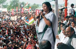 Singur protest: Mamata Banerjee is demanding 400 acres of land be returned to the original owners. Tata Motors says it needs all the land