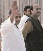 Mulayam and Amar Singh have sunk their differences and seem to work in perfect unison