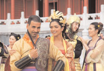 Akshay Kumar (left) and Deepika Padukone in Chandni Chowk To China